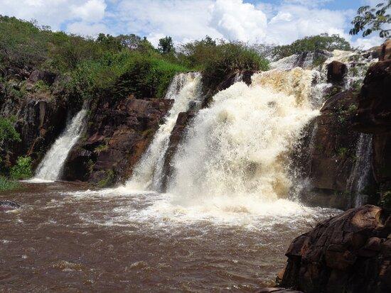 Rio de Contas, BA: Cachoeira do Fraga em dia de comporta aberta.