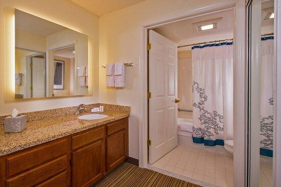 Suite Vanity & Bathroom