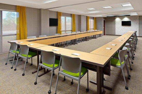 Bluebonnet Meeting Room - U-Shape Setup