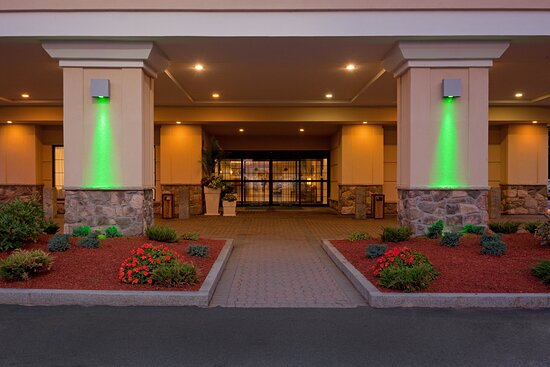 A relaxing stay awaits you at Holiday Inn & Suites Boston-Peabody