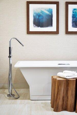 Monterey Suite - Guest Bathroom Bathtub