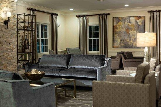 Sudbury, MA: Lobby Seating Area