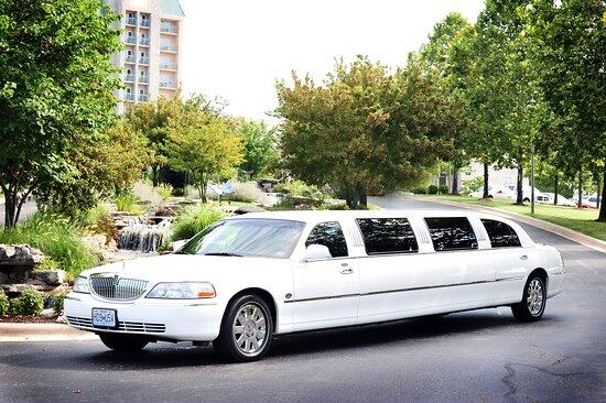 Branson, MO: Superstretch Limousine white or black
