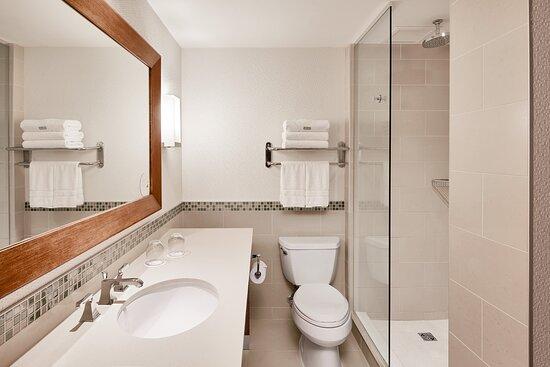 Panoramic Tower Suite Bathroom