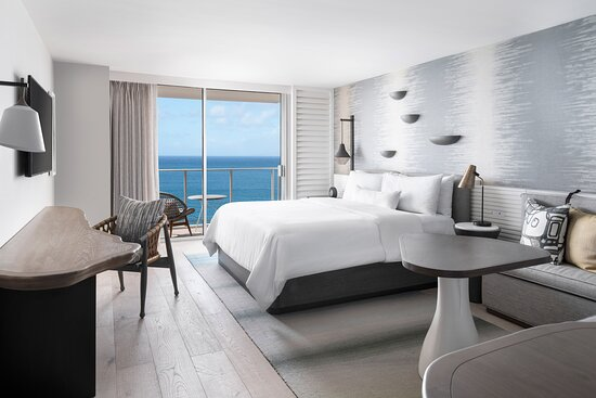 Experience Hawaiian luxury in our King Guest Room with incredible oceanfront views.