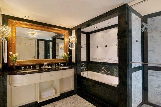 Maisonette Suite - Bathroom