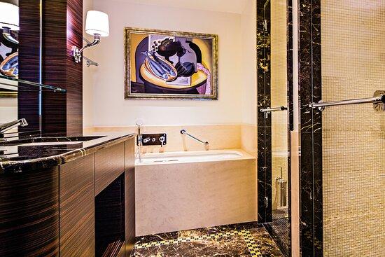 Mosaic Suite - Bathroom