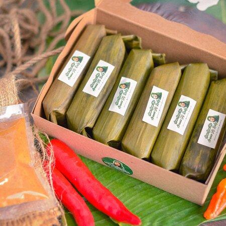Depok, Indonesia: Aremie Hj. Rully Arem arem unik yang terbuat dari mie dicampur dengan daging giling sapi/ ayam yang bikin lidah minta lagi minta lagi