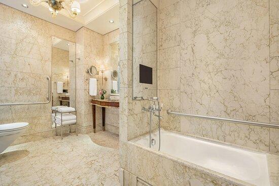 Grand Deluxe Accessible-Bathroom