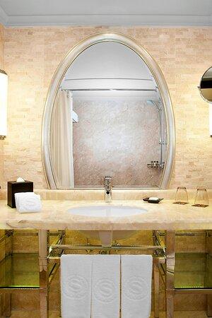 Club Executive Guest Room Bathroom