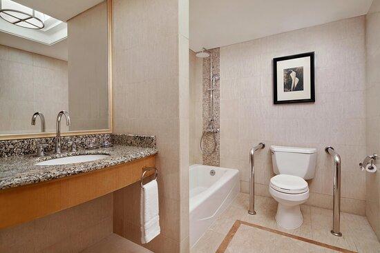 Deluxe Room -Bathroom