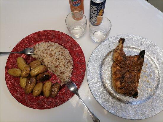 Gresy-sur-Aix, France: Menu rapido 15€ (1/2 personnes) Un demi poulet braisé en crapaudine, servi avec sa sauce magique.  Une demi portion de riz pillaf, une demi portion de pomme de terre grenaille et deux canettes 33 cl.