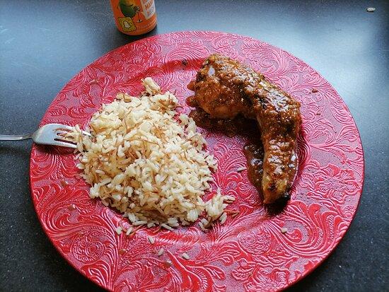 Gresy-sur-Aix, France: Menu solo 9€ (1 personne) Un quart de poulet braisé en crapaudine avec sa sauce magique.  Au choix une demi portion de riz pillaf ou de pomme de terre grenaille  Une canette 33 cl