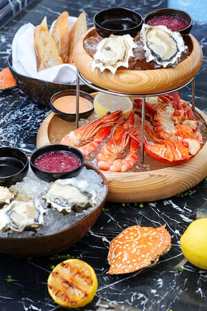 Hyatt-Regency-Phnom-Penh-Seafood-On-Ice-2
