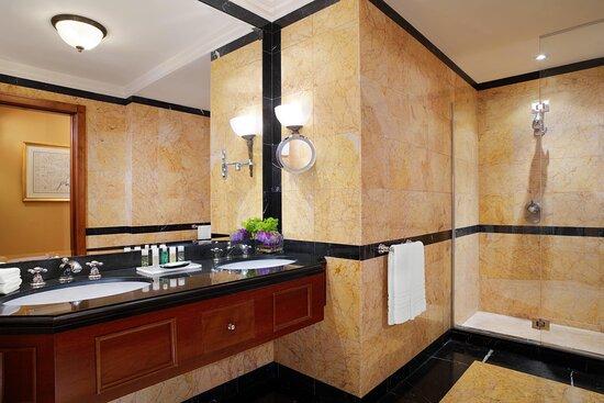 Grand Luxe Bathroom