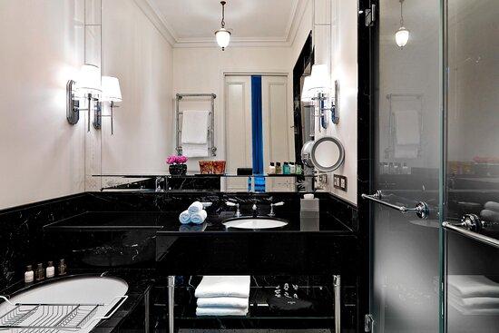 Bottega Veneta Suite - Bathroom
