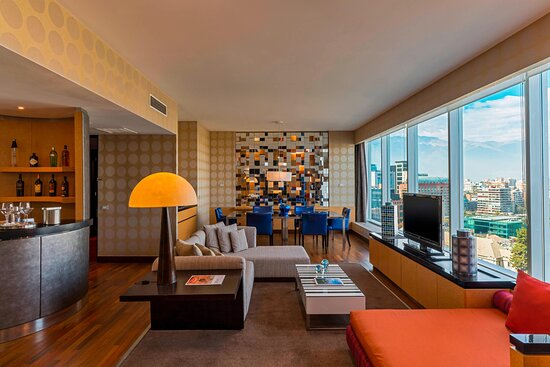 Wow Suite - Living Room And Mini Bar
