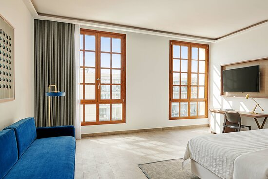 Twin Deluxe Guest Room - Partial Sea View
