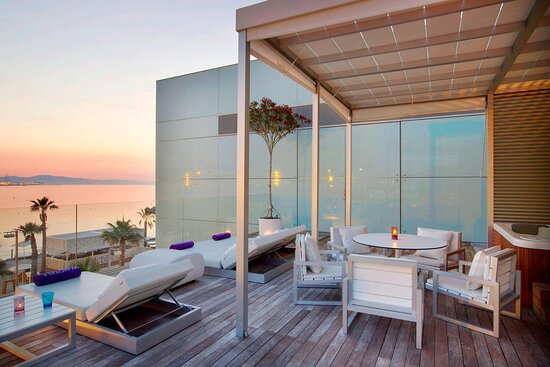 Extreme WOW Private Cabana