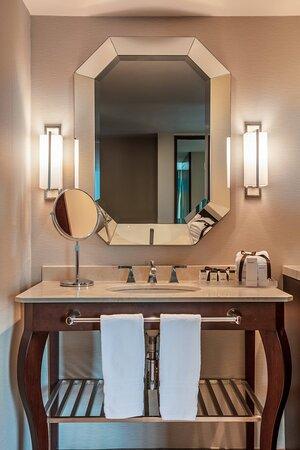 Business Deluxe Guest Bathroom