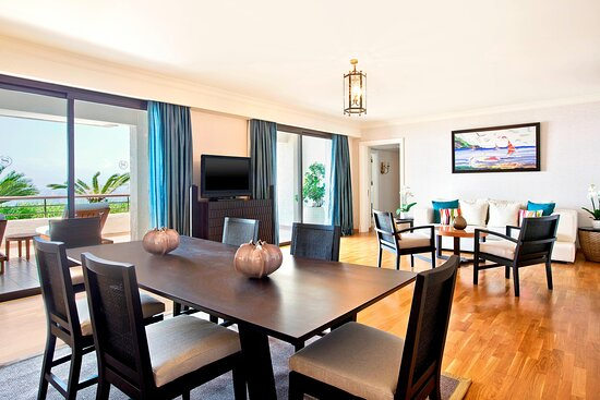 Presidential Suite - Living & Dining Room