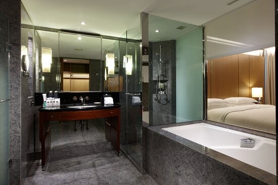 Executive Director Bathroom - Separate Tub & Shower