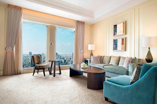 Yuri Suite Living Area