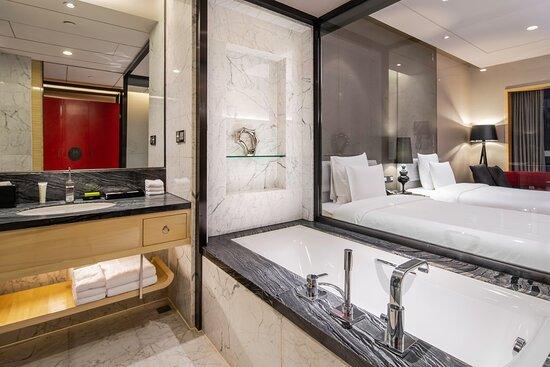 Club Guest Bathroom - Tub