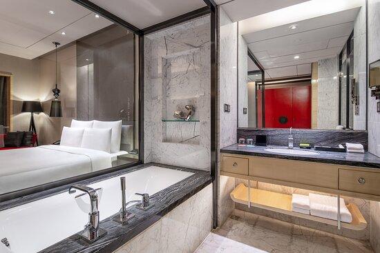 Guest Bathroom - Tub