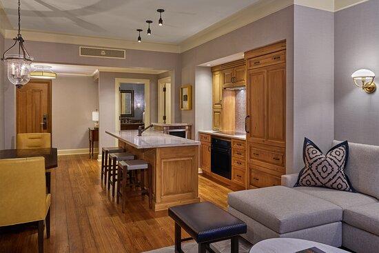 Deluxe Suite - Kitchen