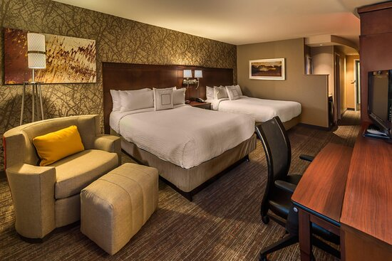 Standard Queen/Queen Guest Room