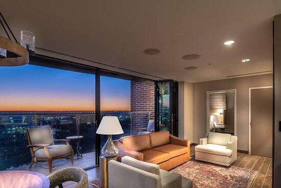 Junior Presidential Suite - Living Room
