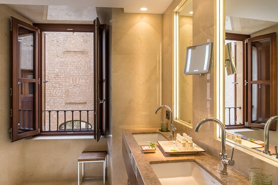 Estate Double - Bathroom