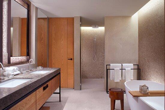 Elizabeth Quay Suite - Bathroom