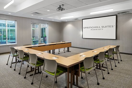 Mill Mountain Boardroom - U-Shape Setup