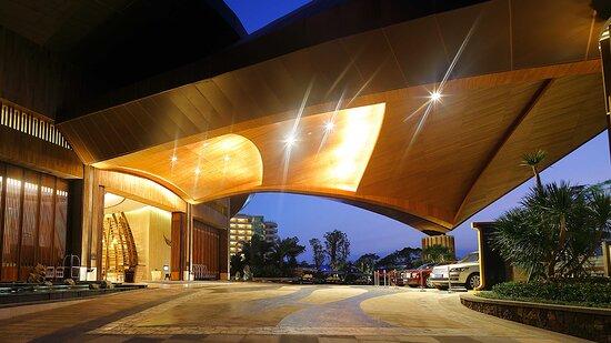 InterContinental Sanya Haitang Bay Resort Entrance Night View