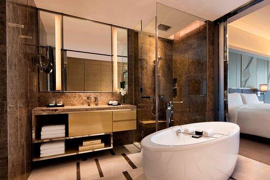 Guest Bathroom - Separate Tub/Shower