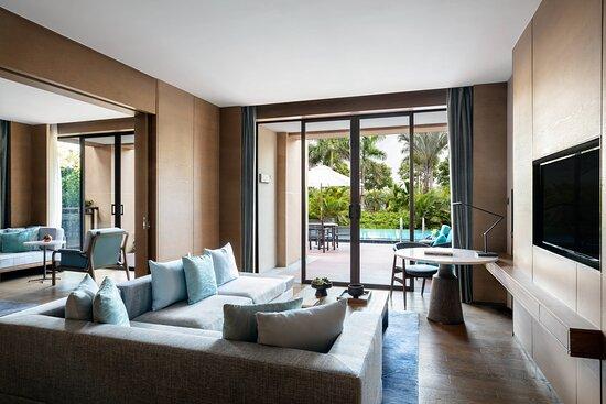 Lagoon Suite - Living Room