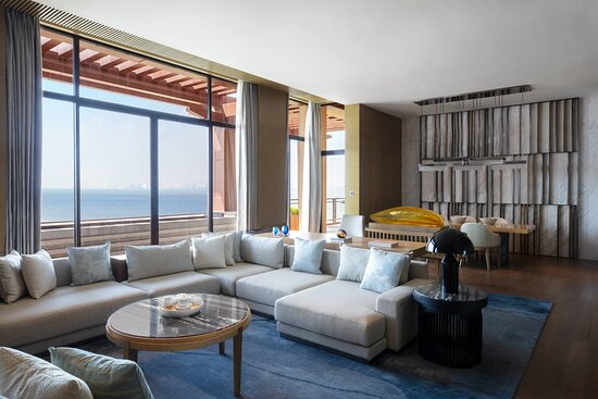 Vice Presidential Suite - Living Room