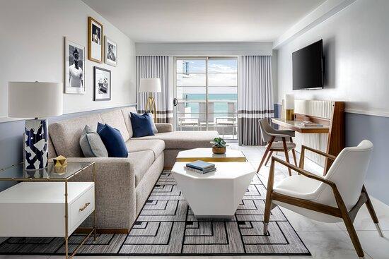 King Oceanfront Suite - Living Area
