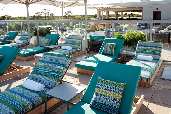 Rooftop Outdoor Pool - Lounge Chairs