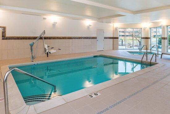 Farmington Hills, MI : Indoor Pool