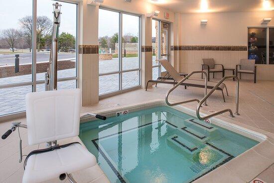 Farmington Hills, MI : Hot Tub