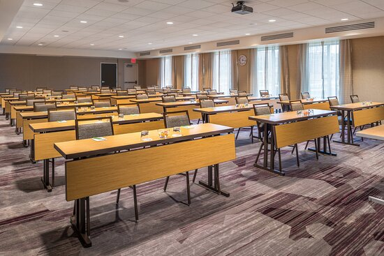 Farmington Hills, MI : Meeting Room - Classroom Setup