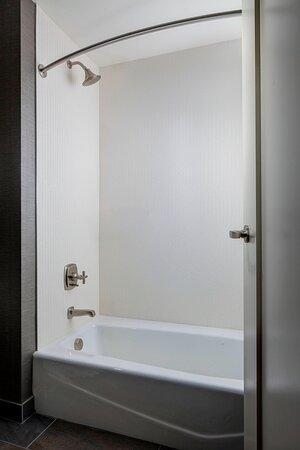 Junior Suite - Tub & Shower