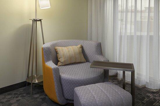 Queen/Queen Guest Room - Seating Area