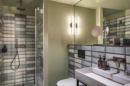 Superior Guest Bathroom