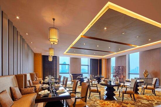 Zen5es Main Dining Area