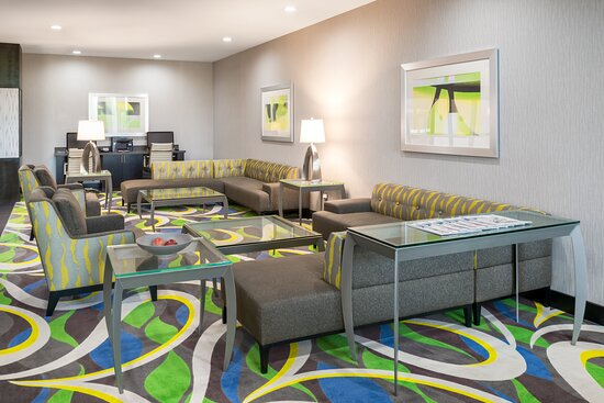 Enjoy and relax in the hotel lobby with free Wi-Fi