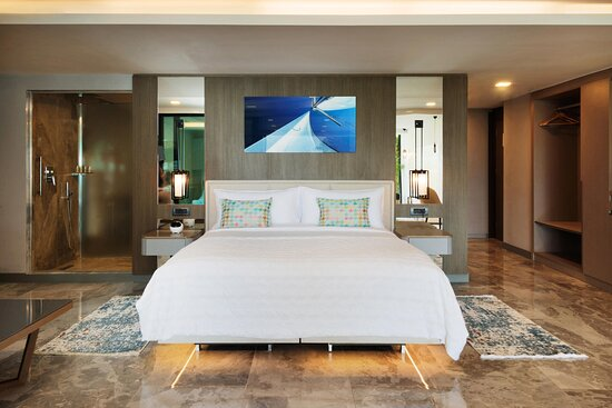 Indoor Grand Pool Suite - King Bedroom